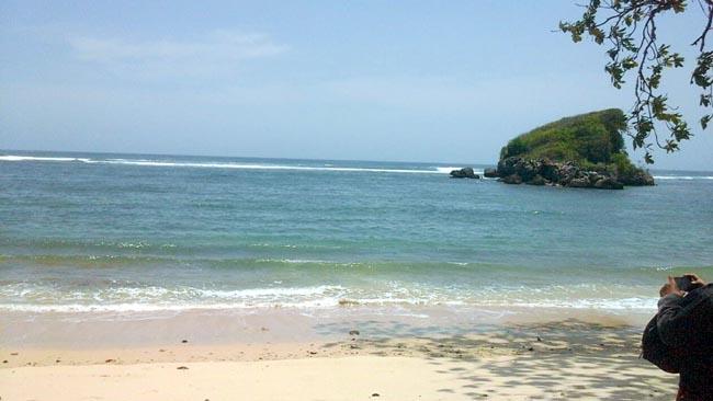Menengok Telaga 'Bidadari' di Pantai Malang Selatan (2)