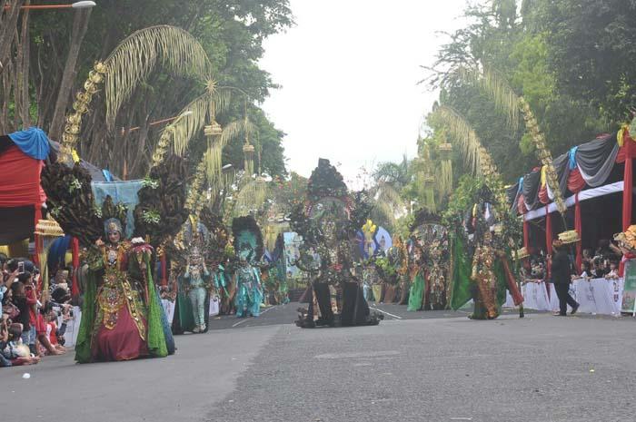 Tiga Menteri Saksikan Parade Kolosal BEC