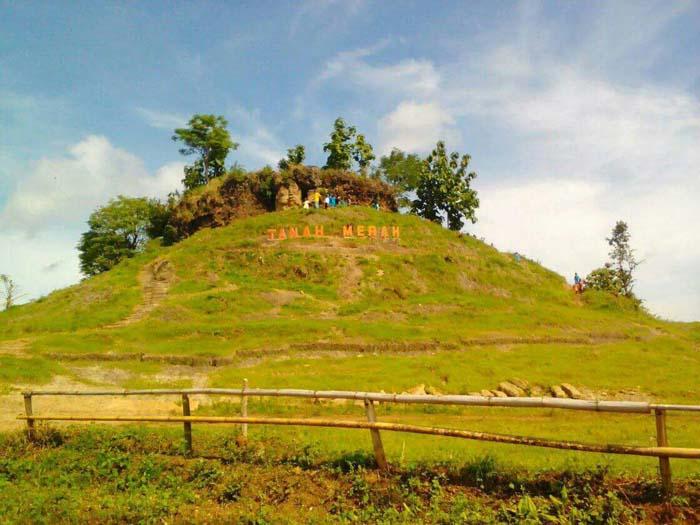 Lokasi Wisata Tebing tanah merah Desa Kayumas.(im)
