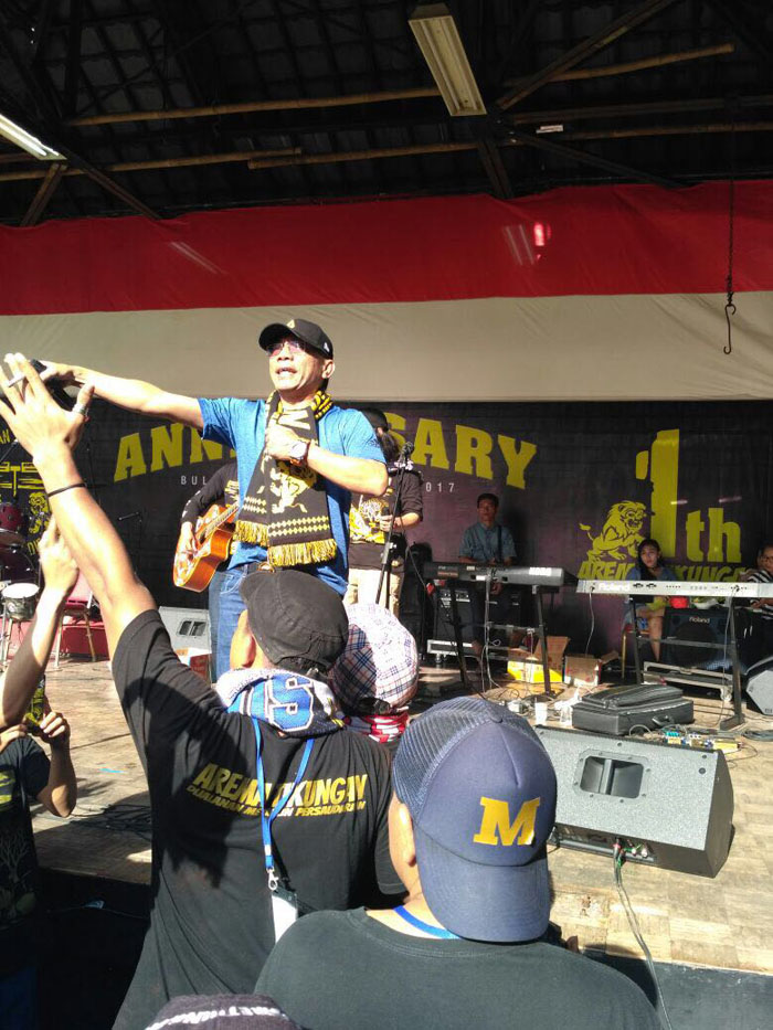 Arema Tikungan Rayakan 1st Anniversary di GOR Bulungan