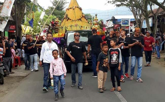Tradisi Turun Temurun, Labuh Larung Sembonyo Dilakukan di Pantai Karanggongso