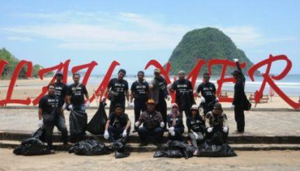 BSI Gandeng Hipaba dan PWS  Bersih-bersih Pulau Merah