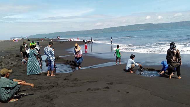 Keindahan Pantai Tanjungsari Pukau Wisatawan