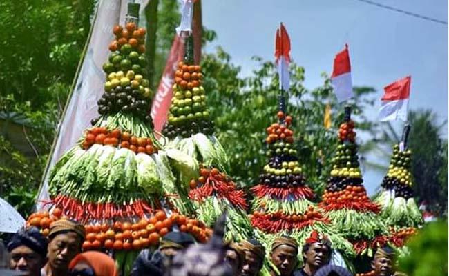 Unik..! Tradisi Masyarakat Sumbermujur Candipuro Lumajang di Grebeg Syuro 1 Muharam